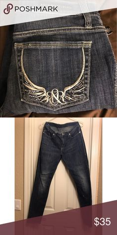 Rock & Republic Jeans Skinny fit with cute trademark wing pocket design. Gently worn, I love these jeans! Rock & Republic Pants Straight Leg