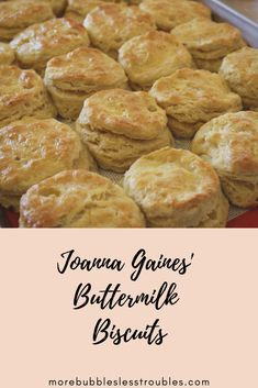 Buttermilk biscuit recipe from Joanna Gaines' cookbook, Magnolia Table. These biscuits are perfect – light, fluffy and simple to make! Best Biscuit Recipe, Simple Biscuit Recipe, Homemade Biscuits Recipe, Homemade Breads, Food Network Recipes, Cooking Recipes, Food Network Biscuit Recipe, Bread Recipes, Keto Recipes