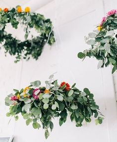 How gorgeous are these #DIY floral chandeliers?🌸🌷🙌Florals by @thebridescafe + Photography by @rachelmayphotox