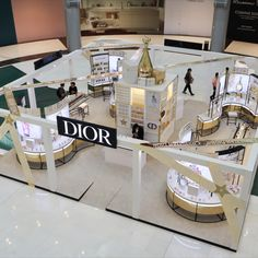 Take a look at our recent Dior project! Sign Works custom fabricated and installed this elegant Dior pop-up at Dubai Mall. Exhibition Stall Design, Exhibition Display, Kiosk Design, Display Design, Window Display Retail, Retail Displays, Shop Displays, Window Displays, Fashion Store Display