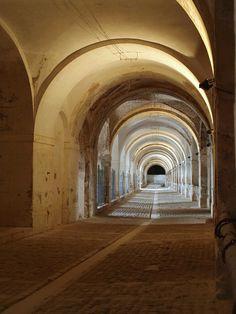 Konírna pro 500 koní v pevnosti Castell de Sant Ferran ve Figueres, Katalánsko