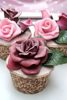 (via Cupcakes♥Mini cakes Shared by Where YoUth Rise Elegant Cupcakes, Pretty Cupcakes, Beautiful Cupcakes, Yummy Cupcakes, Cupcake Cookies, Beautiful Roses, Cupcake Fondant, Cupcake Toppers, Fondant Rose