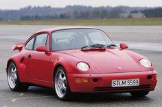 Troisièmegénération de la 911, la 964 apparaît en 1989. Elle est désormais disponible en 2 et4 roues motrices (Carrera 2S et 4S), en coupé, Targa et cabriolet. Elle est motorisée par un six cylindres à plat de 3,6L refroidi par air développant 250 chevaux.Dès 1991, Porsche propose le Turbo Look en option sur les 911 coupé et cabriolet.