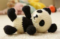 Voici un mignon petit panda pas très compliqué à faire . Voici son PDF . J'ai personnellement utiliser de la laine Bergère de France pour le réaliser. Site d'origine :...