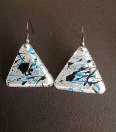 """Boucles d'oreilles """"froid marin"""", en résine d'inclusion, gris, noir, bleu turquoise et nacre : Boucles d'oreille par les-surprises-de-noh-lim"""