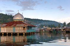 manokwari indonesia | Mosque in a water village, Manokwari, West Papua, Indonesia. Manokwari ...