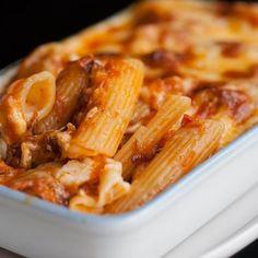 Pennes au thon, sauce au yaourt et tomate - Rigatoni Recipes, Baked Rigatoni, Pasta Recipes, Penne, Zucchini Tarte, Green Curry Sauce, Chorizo, Vegetarian Recipes, Healthy Recipes