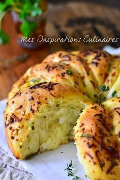 Garlic bread, homemade recipe Source by mffraudeau Tapas, Cooking Bread, Cooking Recipes, Bread And Pastries, Finger Foods, Love Food, Breakfast Recipes, Food And Drink, Meals