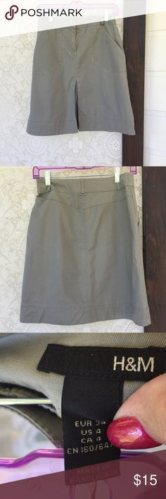 Khaki Skirt, Pleat in the Front🌷 Khaki material, light and summery🌻🌻🌻 H & M Skirts