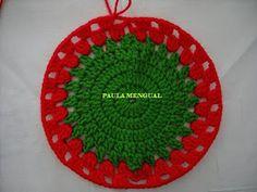 Paula Mengual Tejidos de Autor: Tutorial Agarradera de frutilla (Crochet) Crochet Bow Pattern, Crochet Bows, Crochet Flowers, Pineapple Crochet, Newborn Crochet, Beaded Rings, Doilies, Pot Holders, Strawberry