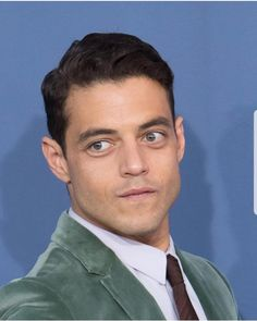 My man serving some looks🔥🔥🔥 Mr Robot, Hades And Persephone, Rami Malek, Attractive People, Lady And Gentlemen, My Crush, My Man, Gq, Movie Stars