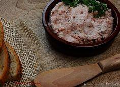 Pasta z boczku wędzonego - Przepis - Smaker.pl Hummus, Camembert Cheese, Pasta, Food, Essen, Meals, Yemek, Eten, Pasta Recipes