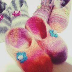 Super helpot huovutetut tossut ohjeen kera Felted Slippers, Knitting Socks, Toddler Outfits, Wool, Crochet, Crafts, Diy, Shoes, Felting