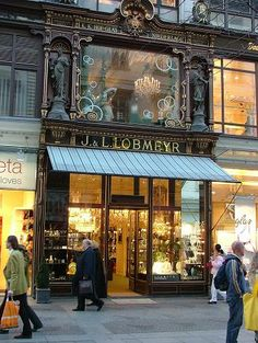 Typical storefront on Kaerntner Strasse, in Vienna's Old Town. // This place is just so beautiful!