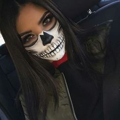 Are you looking for easy pretty Halloween makeup ideas for women to look the best at the Halloween party? See our photo collage to pick the one that fits the Halloween costume. Halloween Inspo, Halloween Makeup Looks, Halloween Party, Halloween Skeleton Makeup, Girl Halloween, Pretty Skeleton Makeup, Half Skull Makeup, Pretty Halloween Costumes, Halloween Halloween
