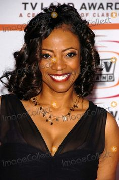 BernNadette Stanis Picture - BernNadette Stanisat the 2006 TV Land Awards Barker Hangar Santa Monica Ca Beautiful Black Women, Beautiful People, Beautiful Smile, Beautiful Ladies, Bernnadette Stanis, Afro, Dark Skin Girls, Black Actors, Style Outfits