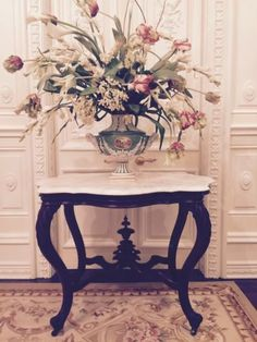 ANTIQUE-FRENCH-VICTORIAN-TURTLE-TOP-MARBLE-MAHOGANY-FOYER-ACCENT-TABLE-CARVED