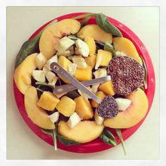 Green Smoothie: Baby Spinach, Banana, Frozen Peaches & Mango, Chia Seeds, Flax Seeds, and Water -Drea