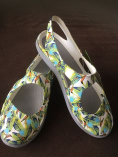 27fac95e7495 NWT Womens CROCS Swiftwater Wave Tropical Volt Green Sandals Shoes Slip On  SZ 6