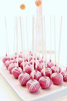 Imagínatelos en tu mesa de dulces. Delicada decoración de cake pops