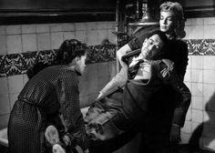 """Les diaboliques (1955)  Yönetmenliğini Fransız yönetmen Henri-Georges Clouzot'un yaptığı Şeytan Ruhlu İnsanlar, """"zalimin zulmü varsa sevenin allahı var"""" sözlerine """"Fransız"""" kalan iki kadının, dik açısını Michel'in oluştuduğu aşk üçgenini Şeytan Üçgeni'ne çevirişini yansıtıyor ekrana. Karısı ve metresi arasında mekik dokuyan bu adamı dâhiyane bir planla ortadan kaldıran Nicole ve Christina'nın yaşadığı gönül rahatlığı, cesedin buhar olup uçmasıyla yerini sonsuz kalp atışlarına bırakacaktır."""