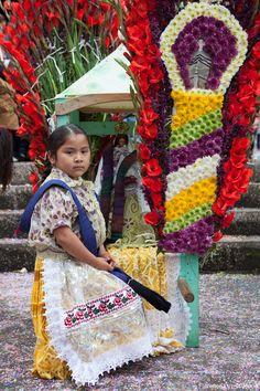 Niña purépecha en Michoacán.