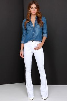 The Bright Side of the Road White Flare Jeans is constructed by bright white denim that drapes into flared pant legs with raw hems below a waistline with handy belt loops. Jean Outfits, Casual Outfits, Fashion Outfits, White Pants, White Denim, White Bootcut Jeans, White Shoes, Casual Chic, Look Camisa Jeans