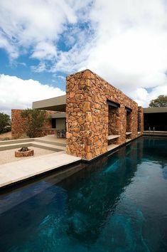 #pool #piscina #villaconpiscina Design Exterior, Facade Design, House Design, Stone Facade, Water House, Stone Houses, Facade House, Pool Designs, Modern Architecture