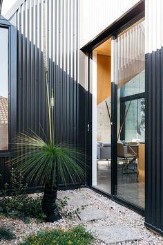 The new look Aussie backyard - Native Plant Project Australian Garden Design, Australian Native Garden, Home Landscaping, Front Yard Landscaping, Coastal Gardens, Garden Landscape Design, Landscape Designs, Layout, Backyard Projects