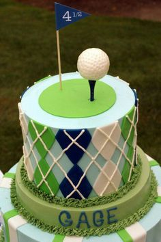 My boyfriend would love this golf cake for his birthday.