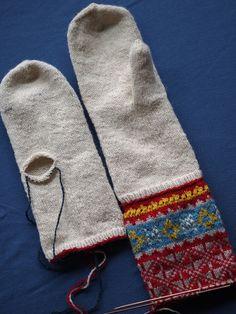 Latvian mittens from Upitis' book Latvian mittens from Upitis' book Mittens Pattern, Knit Mittens, Knitted Gloves, Knitting Wool, Fair Isle Knitting, Hand Knitting, Double Knitting Patterns, Crochet Patterns, Sampler Quilts