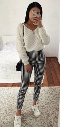 spring outfits to imitate - , . Glamorous spring outfits to imitate – . … Glamorous spring outfits to imitate - , . Glamorous spring outfits to imitate – . Legging Outfits, White Leggings Outfit, White Sweater Outfit, Cute Sweater Outfits, Outfit With Black Pants, White Long Sleeve Shirt Outfit, Long Shirt Outfits, Black And White Pants, Long Sleeve Outfits