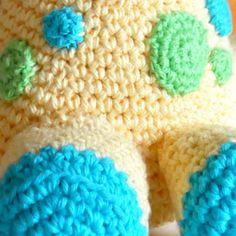 Arafa, la jirafa bebé   Chica outlet Knitted Hats, Beanie, Knitting, Blog, Pattern, Diy, Baby Blankets, Giraffe Baby, Funny Names