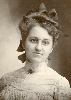 VICTORIAN. LOVELY YOUNG WOMAN, PA, With GLASSES