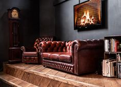 Who doesn't love a chesterfield? The tv firescreen is a little tacky. I'd just take the sofa, thanks. Design Furniture, Cool Furniture, Office Furniture, Chesterfield Bank, Style Anglais, Interior And Exterior, Interior Design, Interior Ideas, Cigar Room