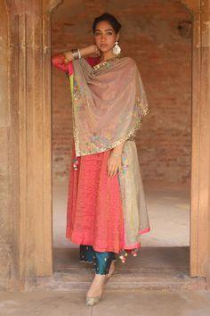 Buy Handwoven Chanderi Kurta Set by Rajiramniq at Aza Fashions Chudidhar Neck Designs, Kurti Neck Designs, Blouse Designs, Hand Designs, Dress Indian Style, Indian Outfits, Indian Wear, Red Kurta, Salwar Kurta