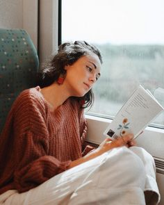 The Bare Road Women's Fashion Label Knit Jumper Winter Simple Style, Style Me, Image Fashion, Women's Fashion, Woman Reading, Book Photography, Pretty Outfits, Book Lovers, Style Inspiration