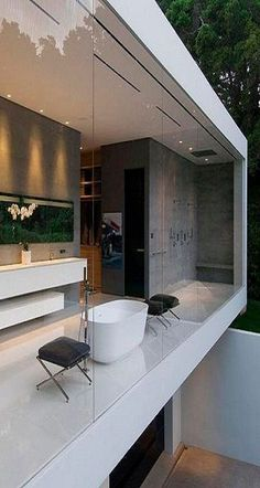 Modern Bathroom Design with floor to ceiling bathroom window. Interior and exterior bathroom design Bad Inspiration, Bathroom Inspiration, Style At Home, Beautiful Bathrooms, Modern Bathroom, Casa Farnsworth, Glass Pavilion, Interior Architecture, Interior Design