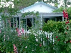 Love cottage gardens...I.will.have.one.some.day.