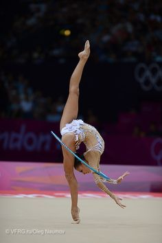 Daria Dimitrieva (RUS) London 2012 RhythmicGymnastics - such flexibility