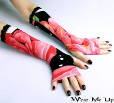 https://flic.kr/p/reok2t   Black fingerless gloves with large flowers and charming black lace   Beautiful pair of long black with large flowers fingerless gloves with black lace.   This accessory will take you elegant , stylish , and unique look. Available  on : www.etsy.com/listing/222408600/black-fingerless-gloves-wi...