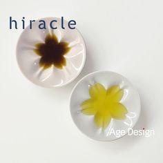 hiracle | ひらくる|液体を差すと桜のカタチが浮かび上がる不思議な小皿