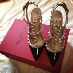 Valentino + Want to wear Shoe Closet, Shoe Bag, Valentino Heels, Dream Shoes, Fashion Flats, Gladiator Sandals, Me Too Shoes, My Style, Carrie Bradshaw