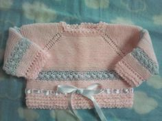 Como hacer un jerseys de bebé - Imagui Little Girl Outfits, Little Girls, Knitting Patterns Free, Baby Knitting, Pull Bebe, Baby Born, Baby Sweaters, Kids And Parenting, Baby Dress