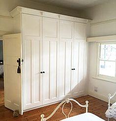 Californian Bungalow Bungalow Bedroom, Bungalow Homes, Bungalow Interiors, Bedroom Apartment, Bedroom Decor, California Bungalow Interior, Roof Styles, House Styles, Bungalow Renovation