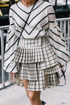 Super Fashion Week Street Style Skirt Black And White Ideas Street Style New York, Looks Street Style, Street Style Trends, Street Style Dresses, Look Fashion, Fashion Details, High Fashion, Winter Fashion, Womens Fashion