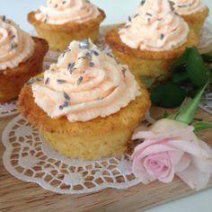 Apfel-Buttermilch Cupcakes mit einer Butter-Lavendelcreme