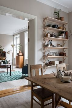 Interior Colour Focus Beige taupe nude buff design ideas and inspiration the psychology of beige Vintage Interiors, Colorful Interiors, Living Spaces, Living Room, Interior Decorating, Interior Design, Scandinavian Interior, Interior Inspiration, Sweet Home