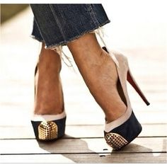 Dedicated to the man that is Christian Louboutin. This is a Louboutin Appreciation Page. Crazy Shoes, Me Too Shoes, Fab Shoes, Awesome Shoes, Amazing Heels, Black Shoes, Mode Shoes, Hot High Heels, Trends