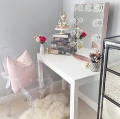 CLICK TO DOWNLOAD Your Beauty Room & Makeup Collection Checklist To #GLAM Your Beauty Room And Organize Your #MakeupCollection with the latest tutorials, tips and resources for those who LOVE ALL THINGS BEAUTY. A great resource for the #Blogger & #MUA who